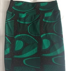 LuLaRoe Green and Black Geometric Cassie Skirt Med